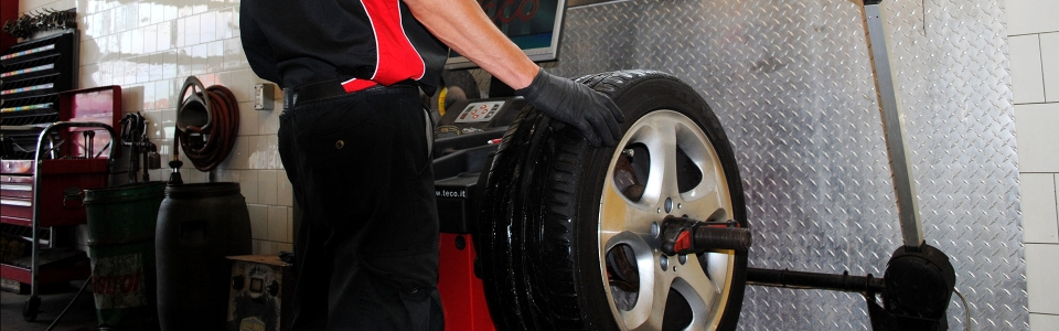 Are your tires flat or worn out? With over 50 brands to choose from, Garage Michel Petro will install the perfect tire for your vehicle.